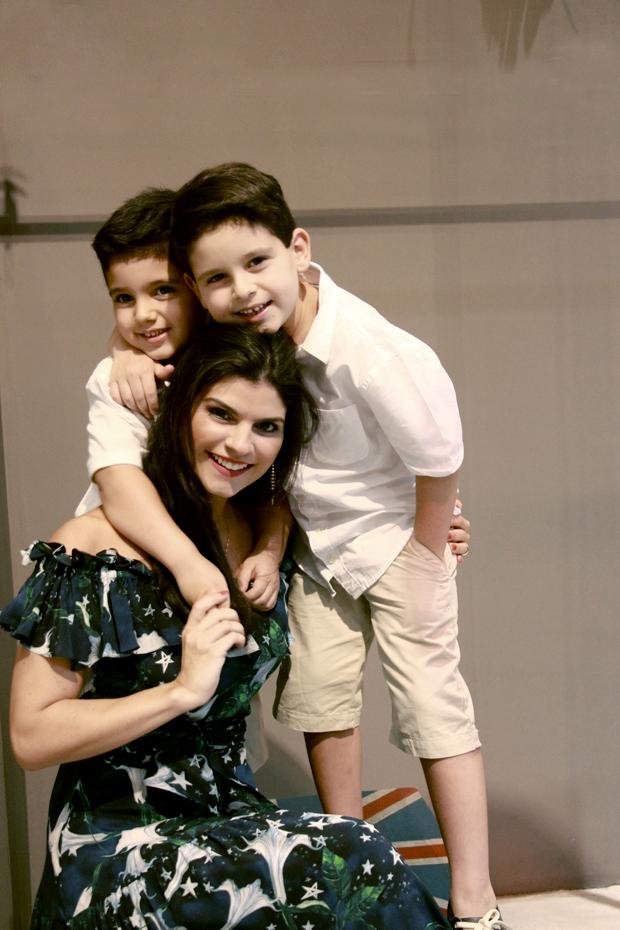 Mariana Monteiro com João e Pedro Henrique